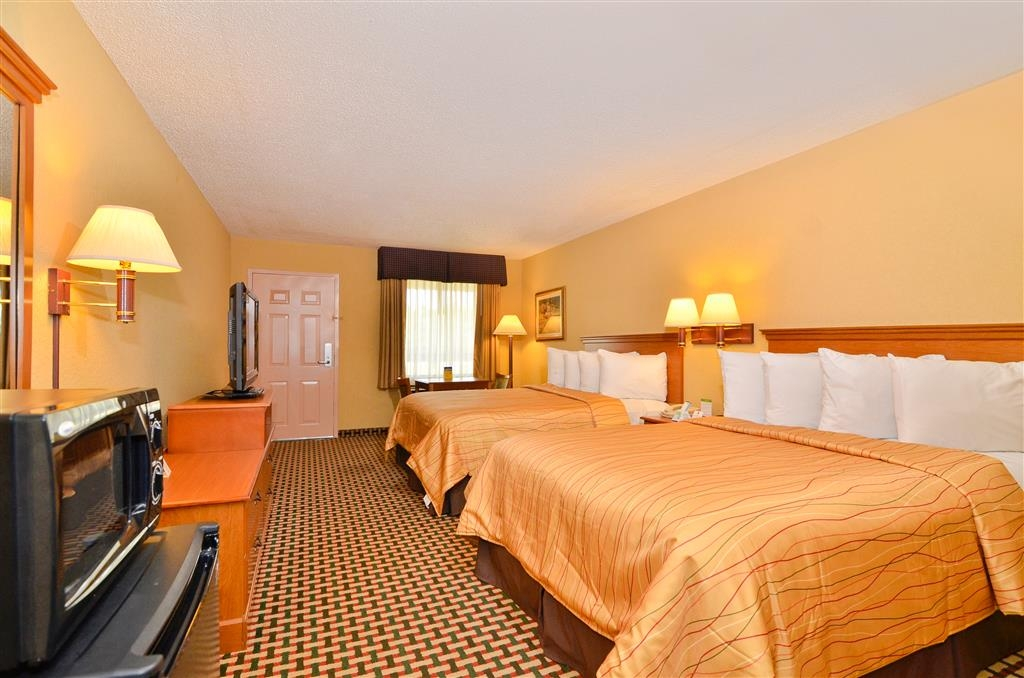 Best Western Bradford Inn - Guest Room with 2 Queen bed features a microwave, refrigerator,37 inch flat screen television and complimentary high speed internet and hot breakfast