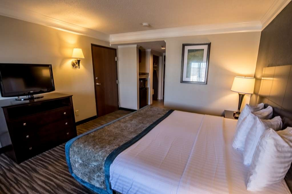 Best Western Augusta West - Our standard king offers the comforts of home with a few added amenities that will make your stay extra special.