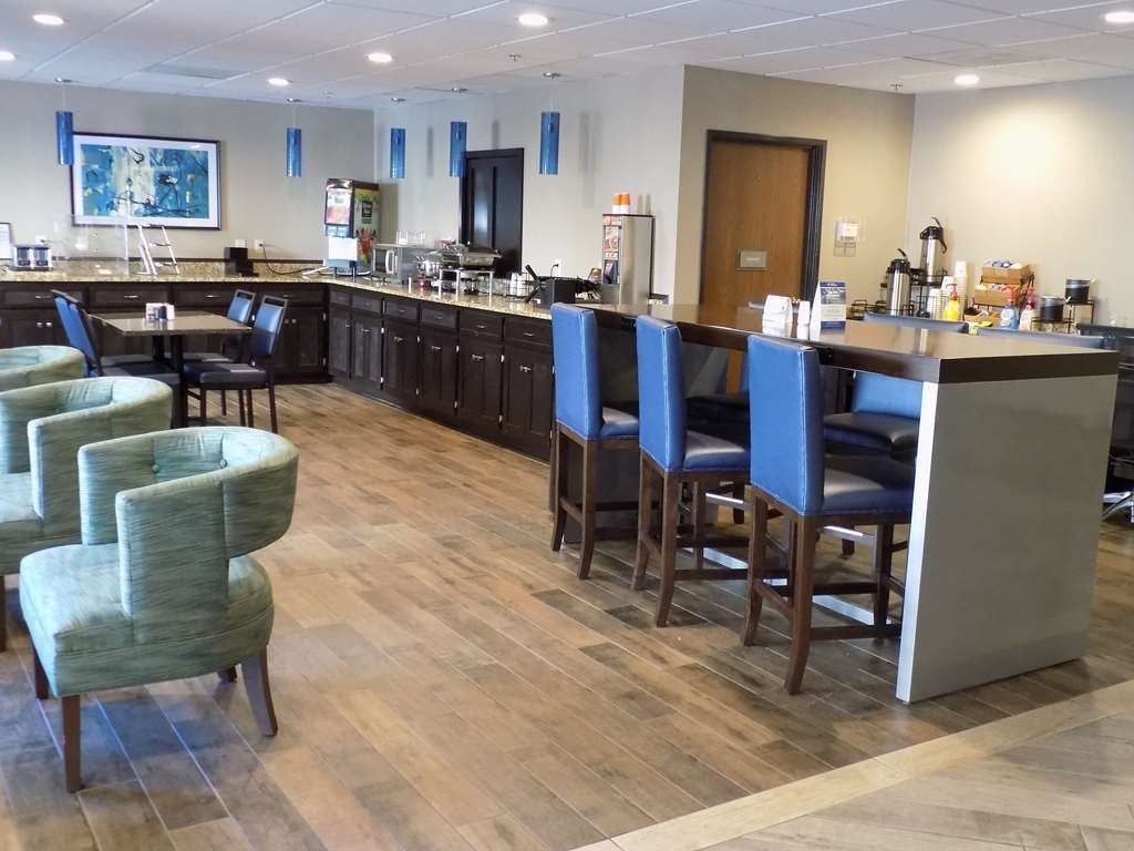 Best Western Augusta West - We have seating for breakfast or a casual cup of coffee.