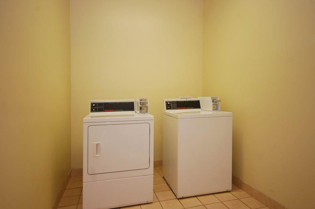 Best Western Commerce Inn - Laundry Facilities