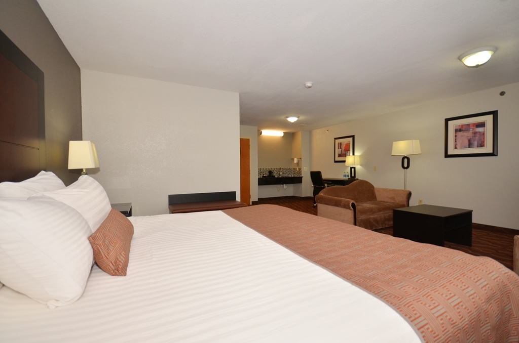 Best Western Commerce Inn - King Suite with Sofa Bed in Sitting Area