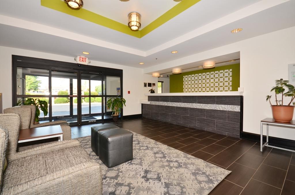 Best Western Commerce Inn - Front Lobby
