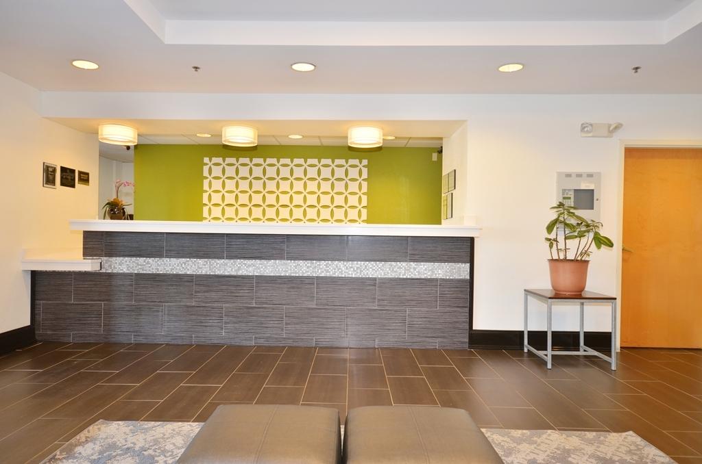 Best Western Commerce Inn - Reception Desk
