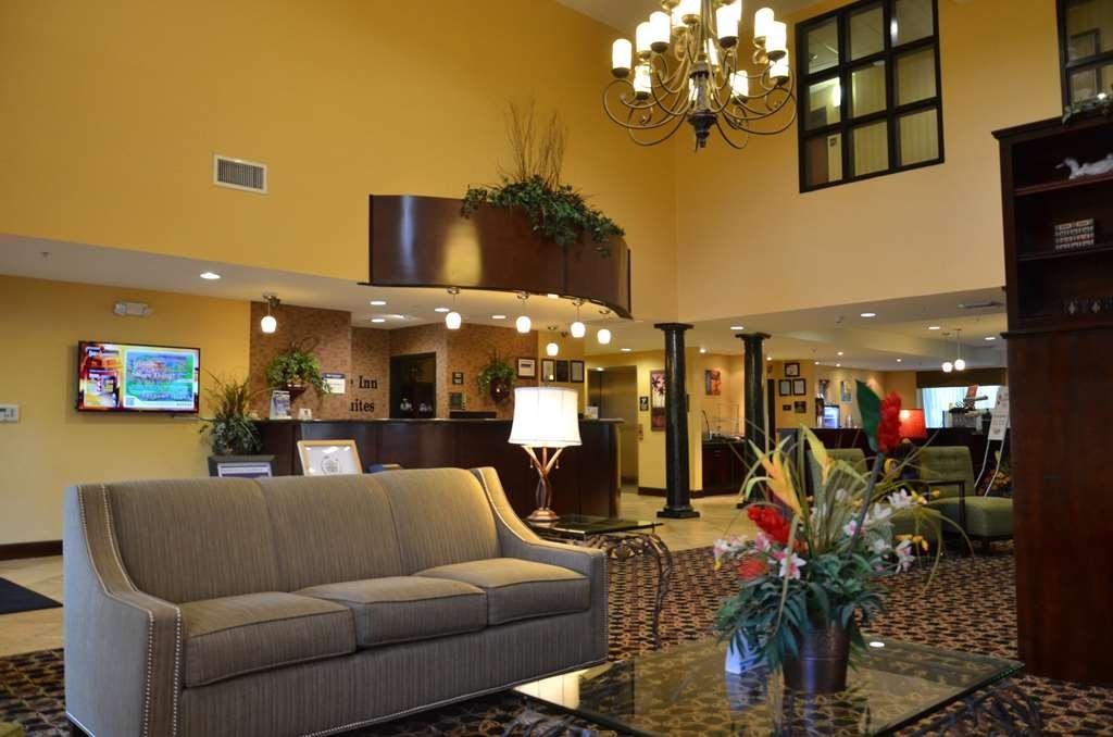 Best Western Plus Daphne Inn & Suites - Entspannen Sie sich in unserem Foyer, und schwatzen Sie mit unserem freundlichen Personal!