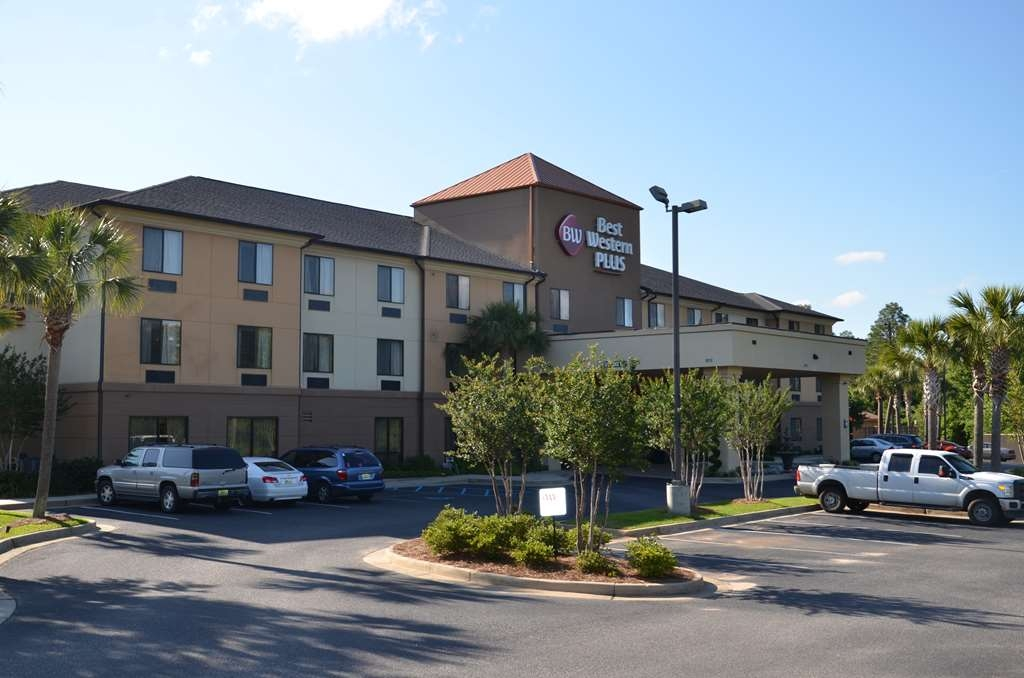 Best Western Plus Daphne Inn & Suites - No matter what time of year, we know you will love the Best Western Plus.