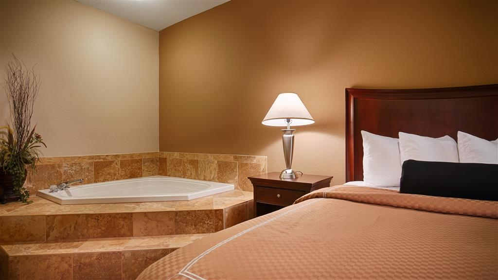 Best Western Plus Daphne Inn & Suites - Kingsize-Whirlpool-Suite