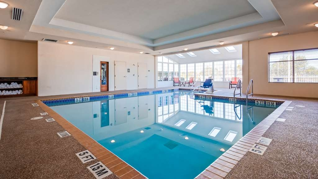 Best Western Plus Rose City Conference Center Inn - Piscina