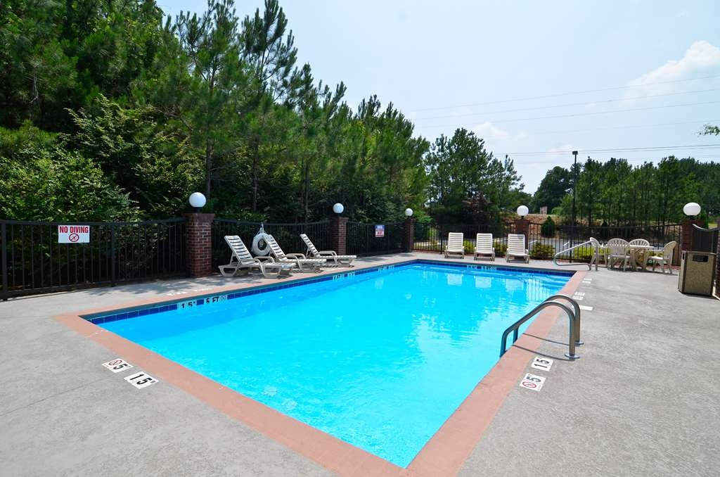 Best Western Hiram Inn & Suites - Have some fun in the sun with your family at our seasonal outdoor pool.