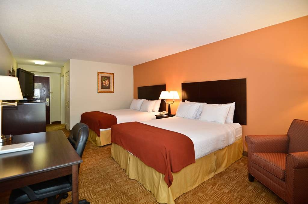 Best Western Hiram Inn & Suites - There is plenty of room for four in our two queen bed guest room.