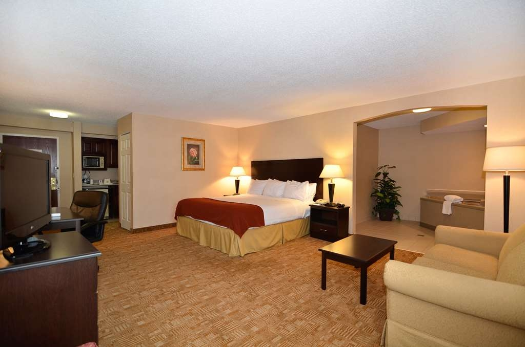 Best Western Hiram Inn & Suites - Immediately feel at home when you walk into this one king bed spa suite with pillowtop mattress including six pillows.