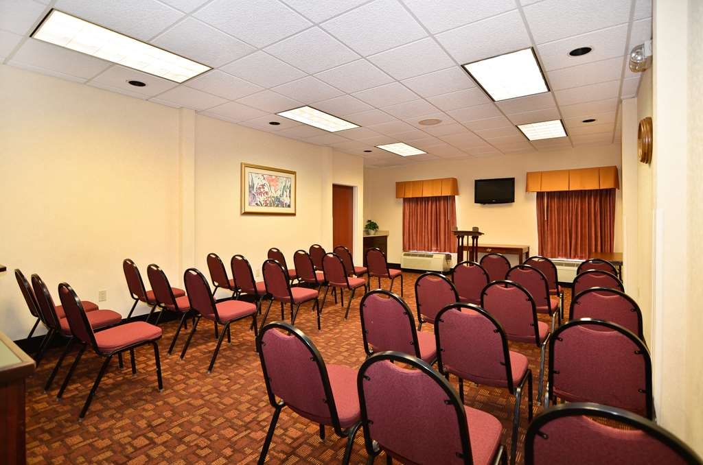 Best Western Hiram Inn & Suites - We offer the perfect conference room to exchange business ideas or strategies.