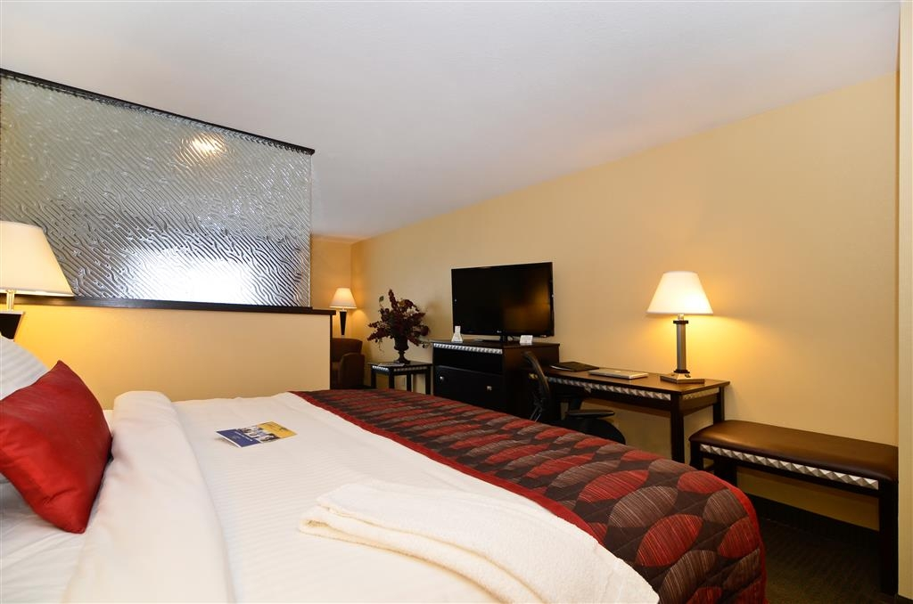 Best Western Plus Bessemer Hotel & Suites - King Suite - Nothing beats our relaxing mattresses in all of our guest rooms.