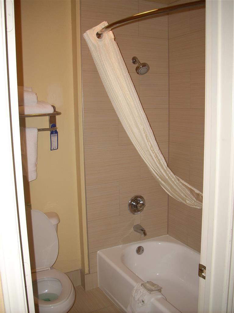 Best Western Plus Bessemer Hotel & Suites - Gästebad