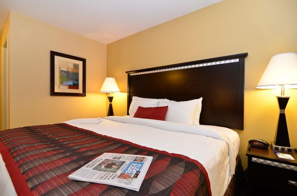 Best Western Plus Bessemer Hotel & Suites - King Suite - Our spacious king suite has all the comforts of home at your fingertips.