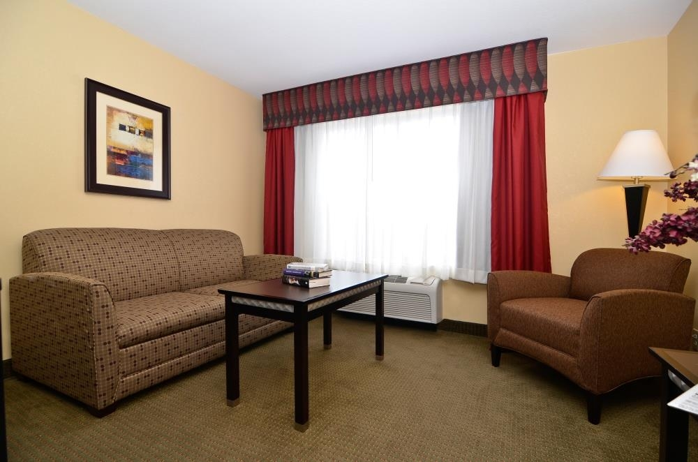 Best Western Plus Bessemer Hotel & Suites - Suite avec lit king size, salon