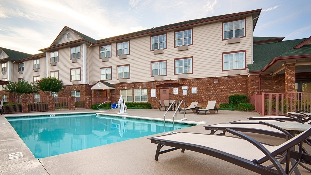 Best Western Plus Bessemer Hotel & Suites - Soak up the sun and take in our beautiful landscape while relaxing in our outdoor pool.