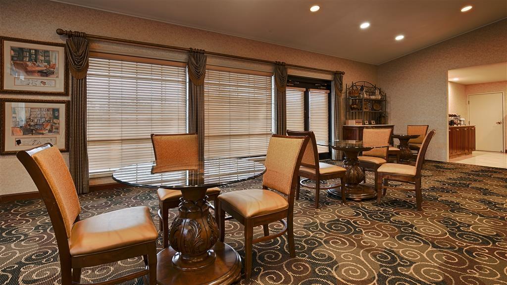 Best Western Plus Bessemer Hotel & Suites - Zona de desayunos
