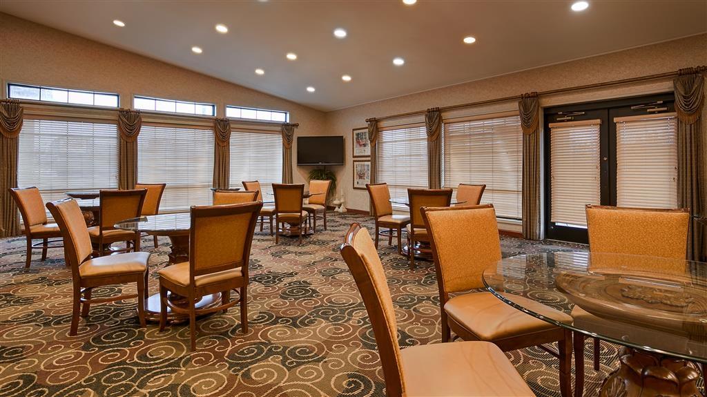 Best Western Plus Bessemer Hotel & Suites - Frühstücksbereich