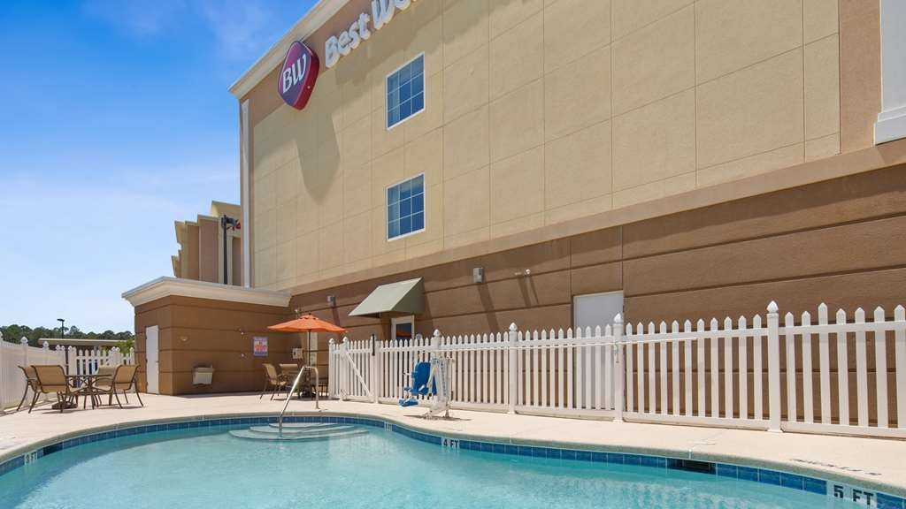 Best Western Plus Brunswick Inn & Suites - Vue de la piscine