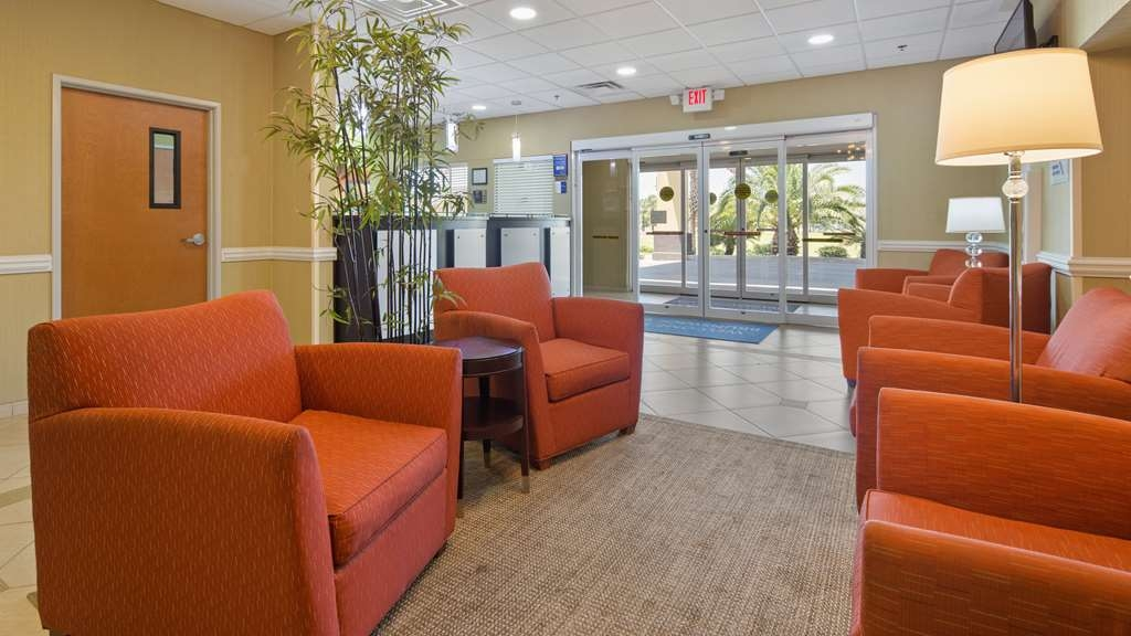 Best Western Plus Brunswick Inn & Suites - Vue du lobby