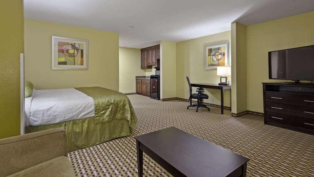 Best Western Plus Brunswick Inn & Suites - Suite