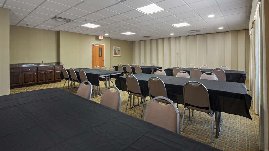 Best Western Plus Brunswick Inn & Suites - Need a theatre, classroom or reception setting? Our conference room is the perfect spot for your business meeting.
