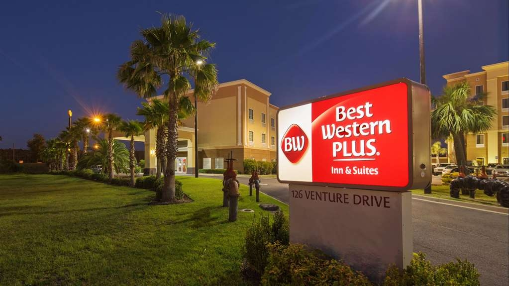 Best Western Plus Brunswick Inn & Suites - Façade