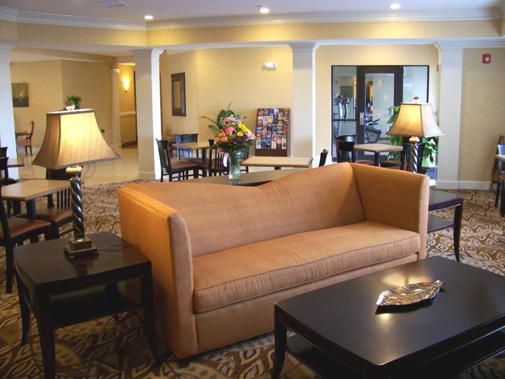 Best Western Plus Valdosta Hotel & Suites - Lobby/Breakfast Area