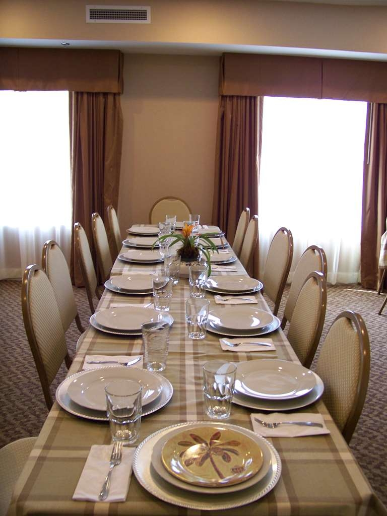 Best Western Plus Valdosta Hotel & Suites - Our conference room is available for small banquets/showers. Give us a call for rates and availability.