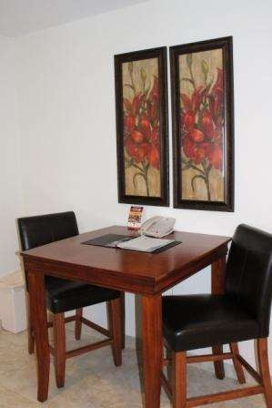 Best Western Plus Valdosta Hotel & Suites - 2 Person table available in all single studios.