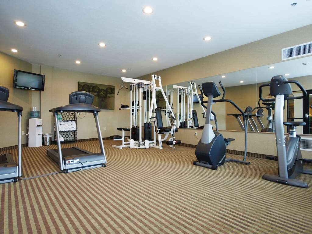 Best Western Plus Valdosta Hotel & Suites - Maintain your home exercise routine in our well equipped fitness center.
