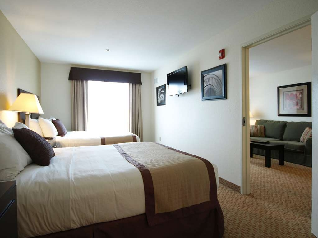 Best Western Plus Valdosta Hotel & Suites - Two queen beds in a separate room with a television.