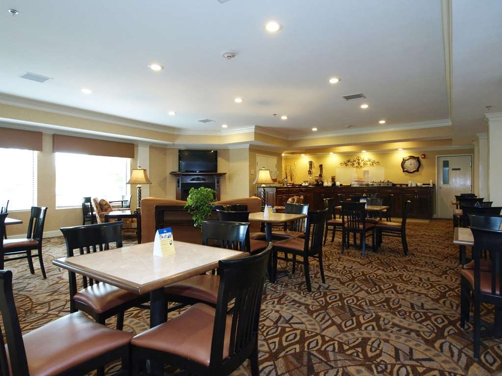Best Western Plus Valdosta Hotel & Suites - Breakfast Room
