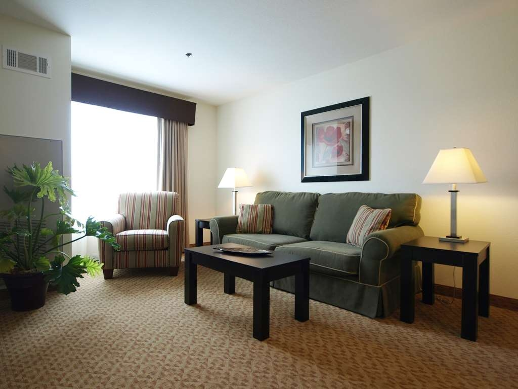 Best Western Plus Valdosta Hotel & Suites - Double Queen Sitting area. Not ready to sleep?! Relax after a long drive in the sitting area of your guest room while family members get good sleep in the bedroom.