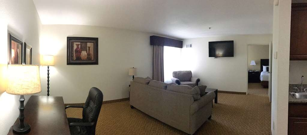 Best Western Plus Valdosta Hotel & Suites - Living space with desk to finish up with work before you unwind.