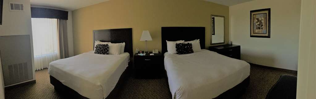 Best Western Plus Valdosta Hotel & Suites - Executive Bedroom with bench and dresser