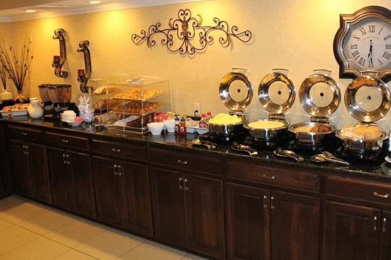 Best Western Plus Valdosta Hotel & Suites - Hot Breakfast!