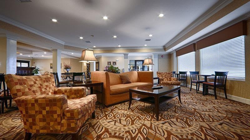 Best Western Plus Valdosta Hotel & Suites - Meet up with friends or enjoy some quiet time and grab a complimentary newspaper in our lobby.