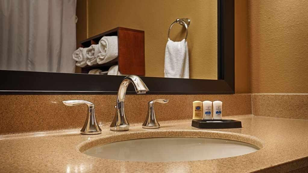 Best Western Plus Lake Lanier Gainesville Hotel & Suites - Baño
