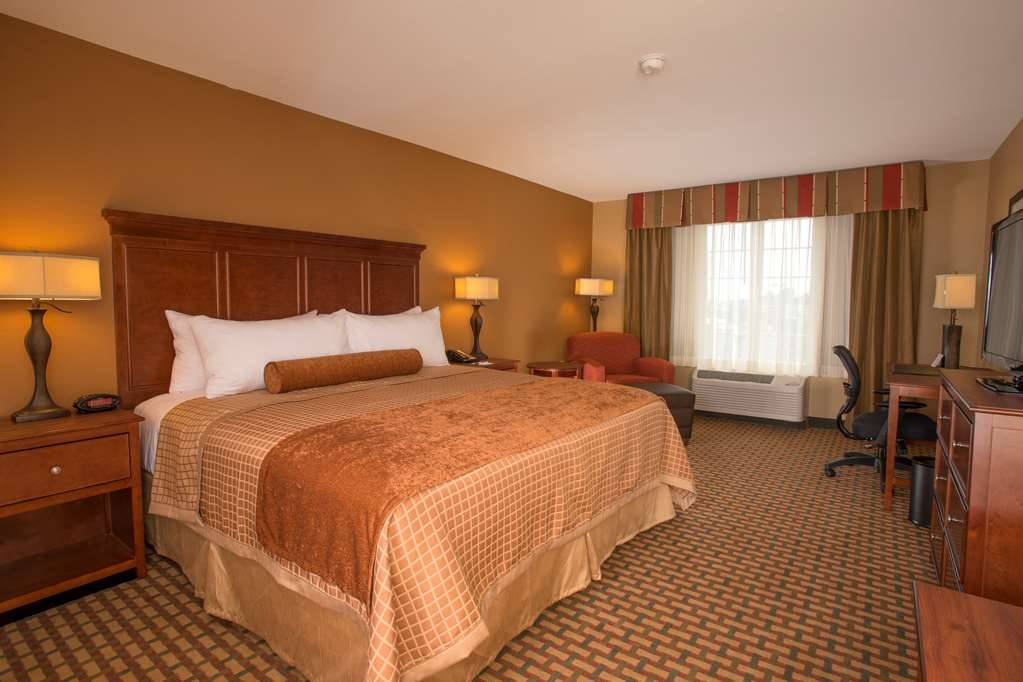 Best Western Plus Lake Lanier Gainesville Hotel & Suites - Executive King Bed