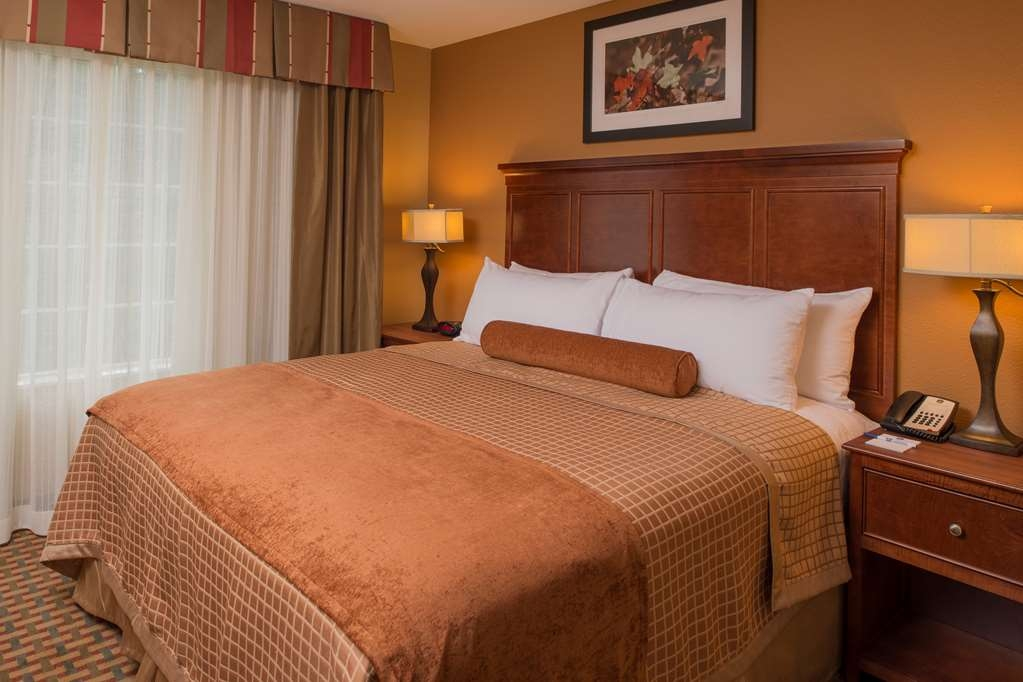 Best Western Plus Lake Lanier Gainesville Hotel & Suites - King Bed
