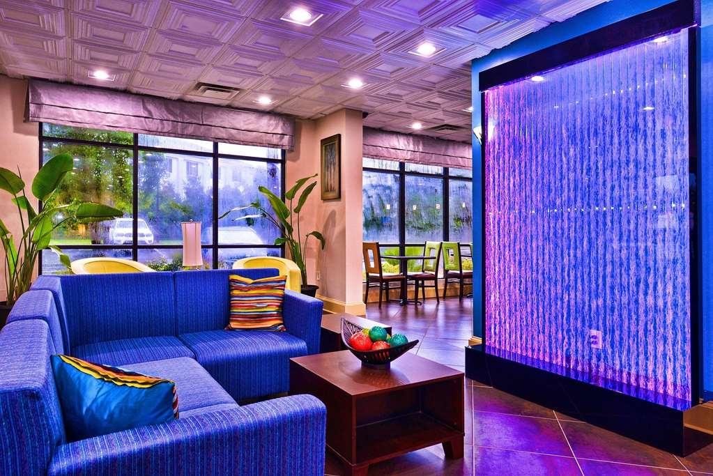 Best Western Plus Savannah Airport Inn & Suites - Vista del vestíbulo