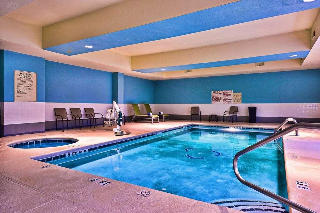 Best Western Plus Savannah Airport Inn & Suites - Vista de la piscina