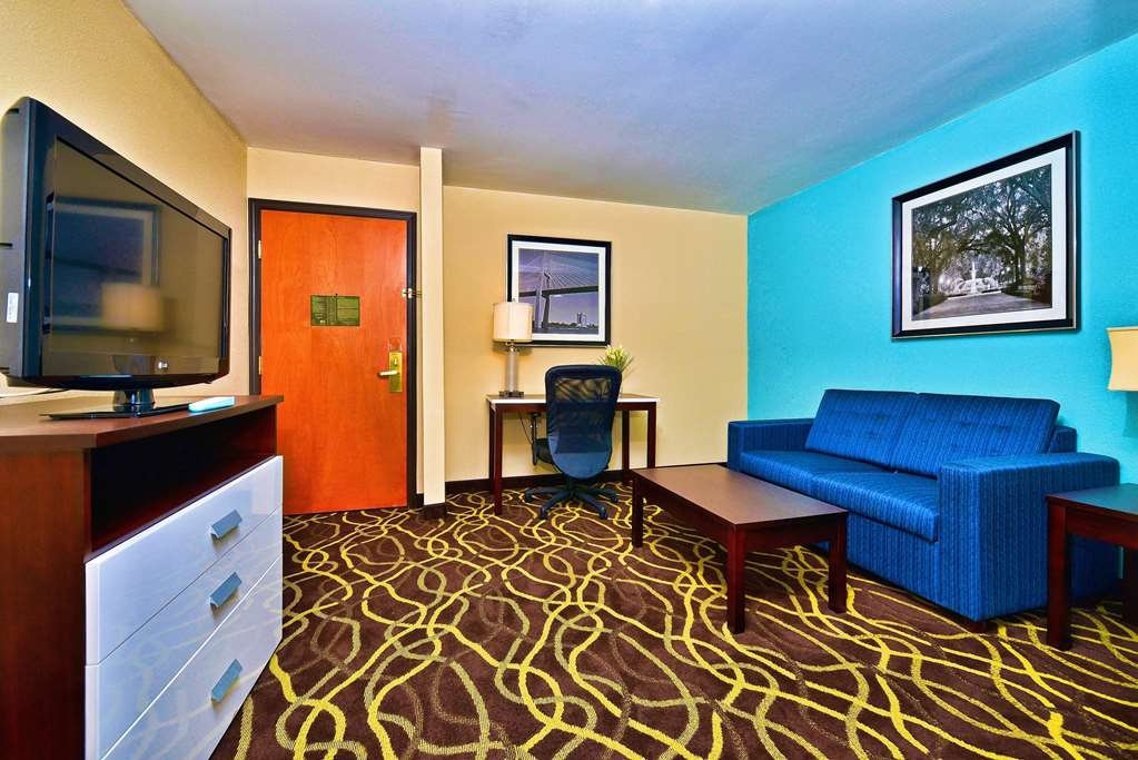 Hotel in Pooler | Best Western Plus Savannah Airport Inn & Suites