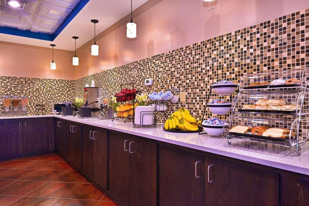 Best Western Plus Savannah Airport Inn & Suites - Desayuno Buffet