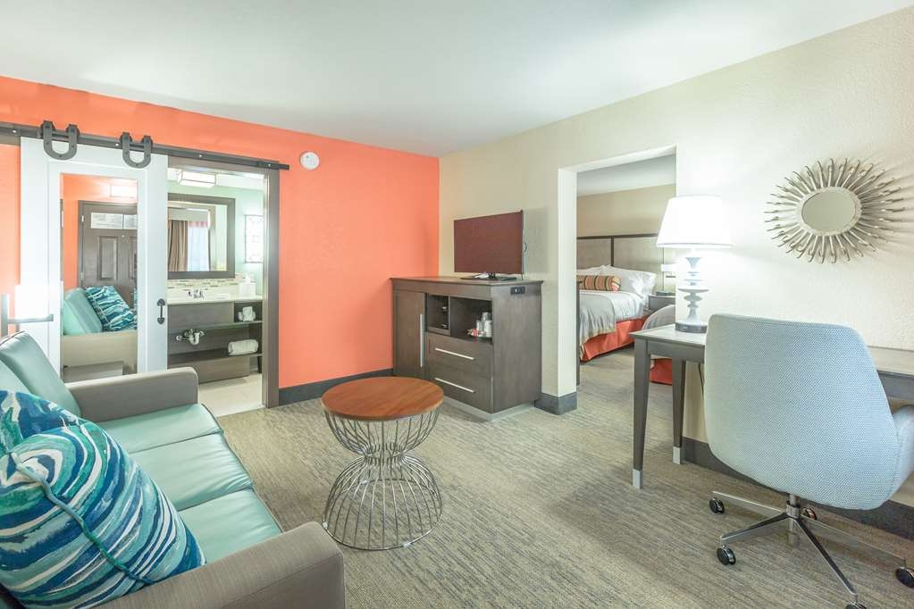 Best Western Plus St. Simons - If you're looking for a little extra space to stretch out and relax, book one of our 2 queen suites