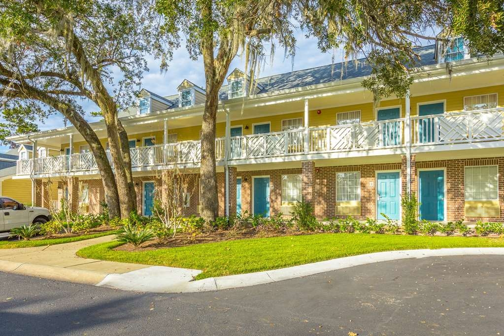 Best Western Plus St. Simons - Our hotel is the perfect place for a getaway, family outing, or a place to simply rest your head.