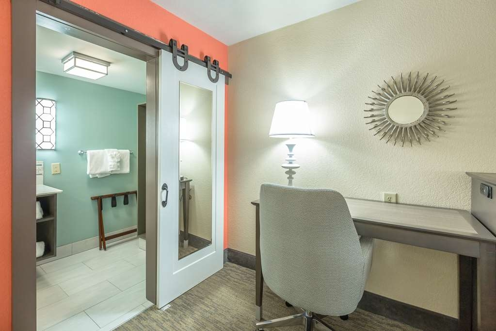 Best Western Plus St. Simons - Be productive in the comfort of your own room with a large work desk and free WiFi access.