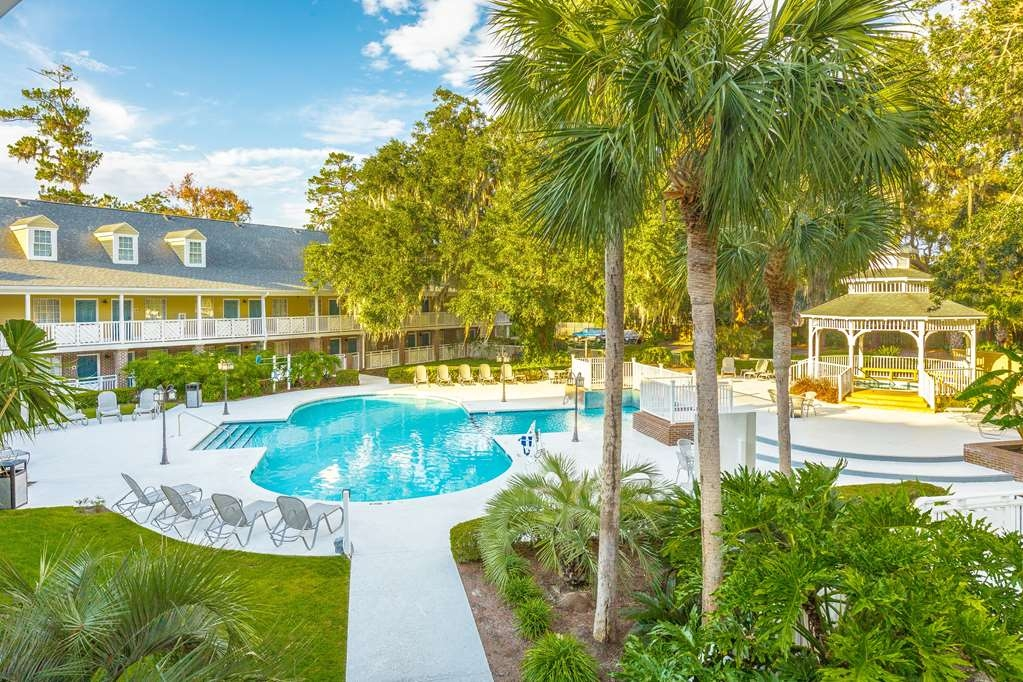 Best Western Plus St. Simons - The Best Western Plus® St. Simons offers 61 exterior access rooms and a beautiful pool and spa area.