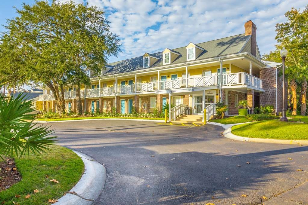 Best Western Plus St. Simons - When your travels take you to St. Simons Island, stay at the Best Western Plus St. Simons. We love having you here!
